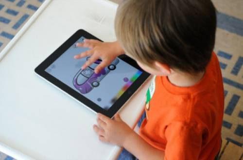 Smartphone e tablet danneggiano i bambini